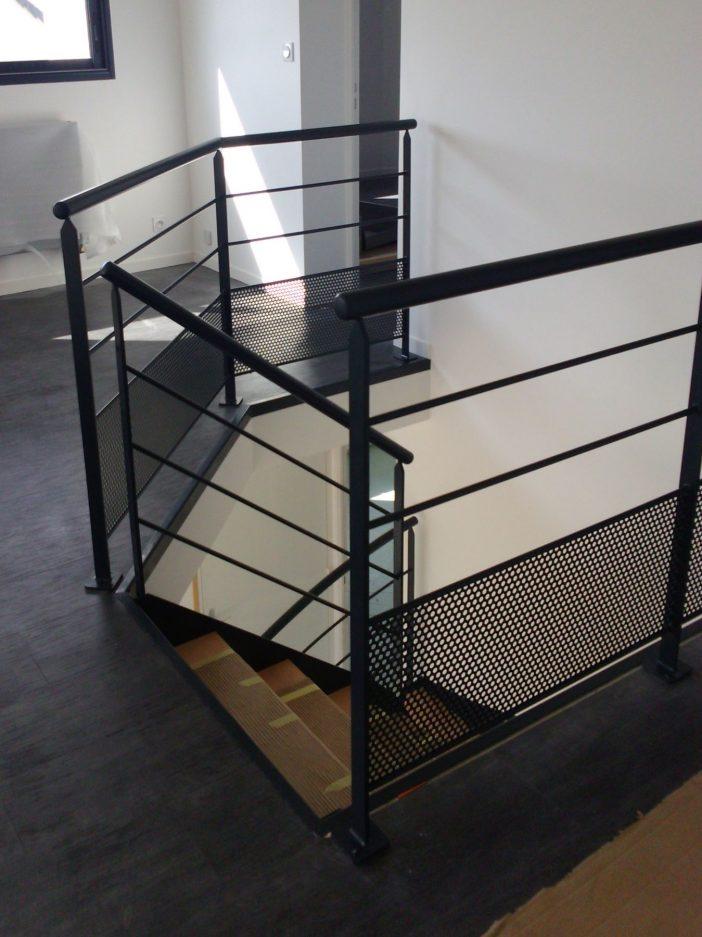 Escalier métal et bois 2/4 tournant