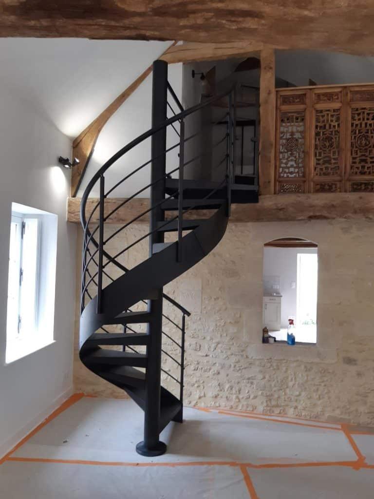 Escalier hélicoidal en acier en Normandie